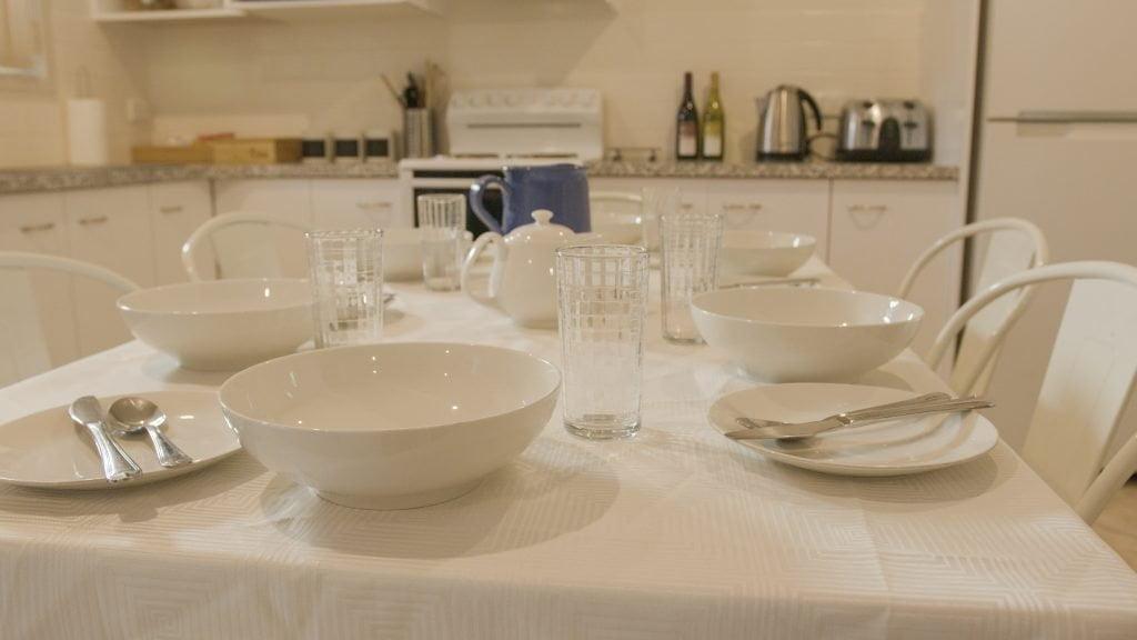 MG Dinning Table1-2